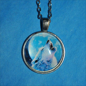 Jewelry - Howling Wolf Moon Dome Necklace 🐺